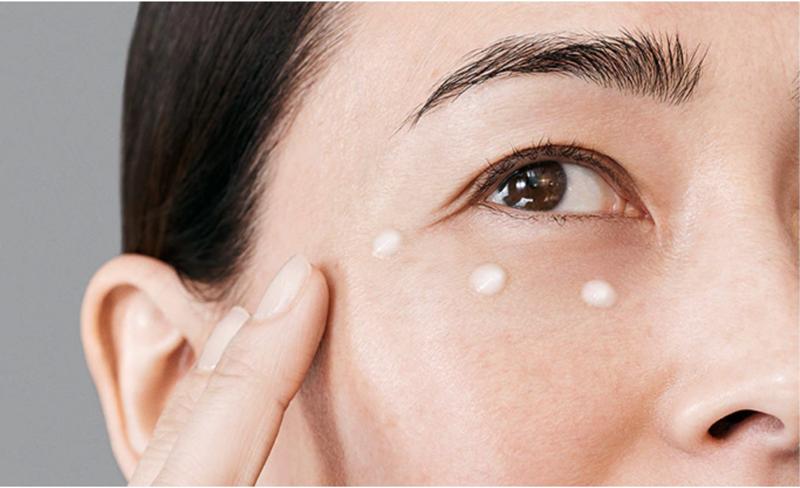 Estee Lauder: 20% zniżki na produkty do pielęgnacji okolic oczu                         title=